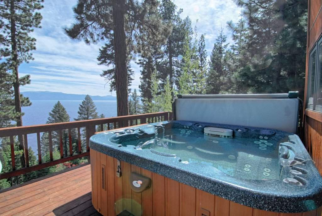 Luxury Home With Hot Tub And Amazing Lake Views Property