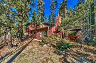 Cottage with Studio Apartment, Enclosed Deck, Right on the Creek